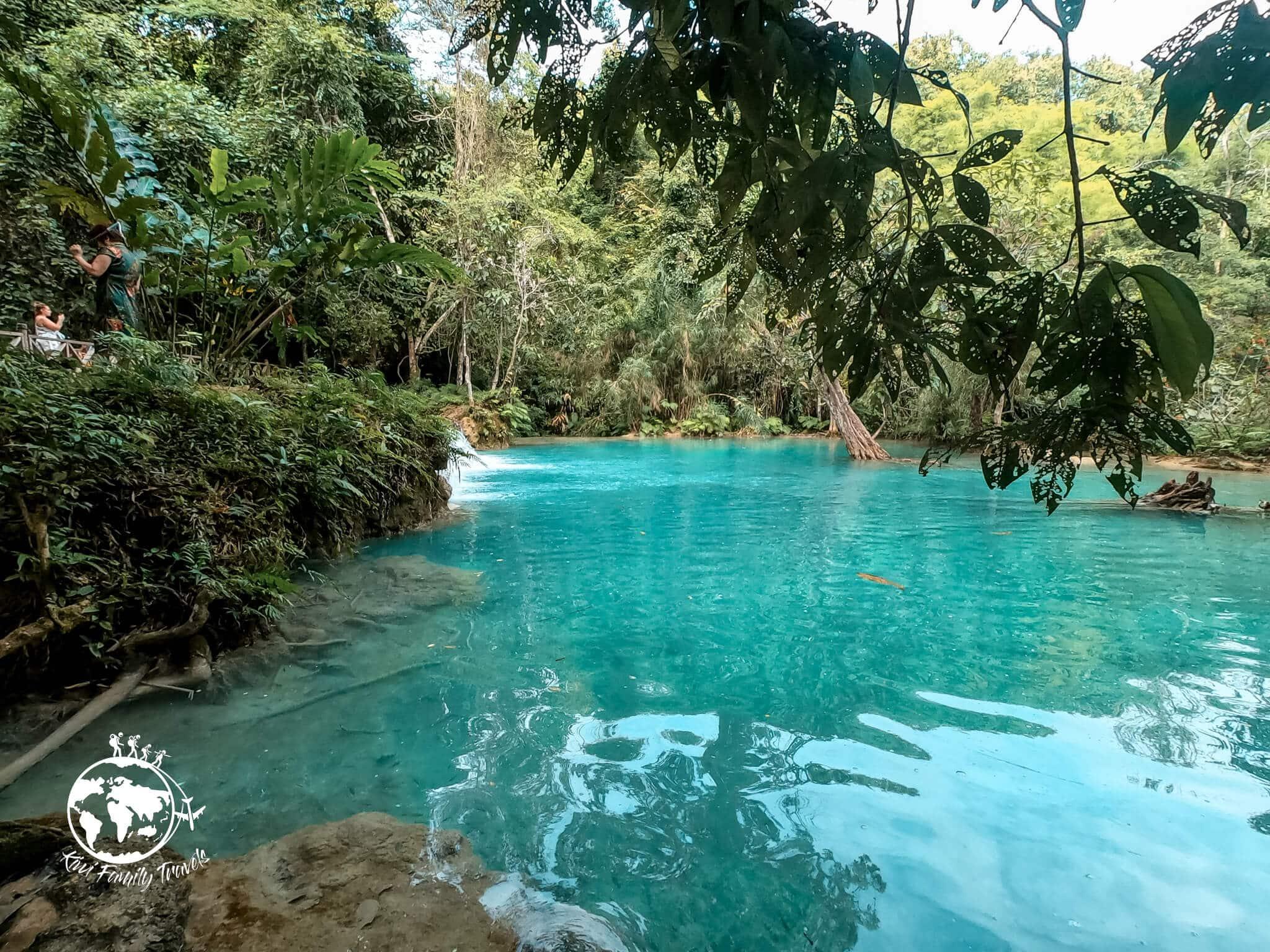 Cascade l'eau est turquoise