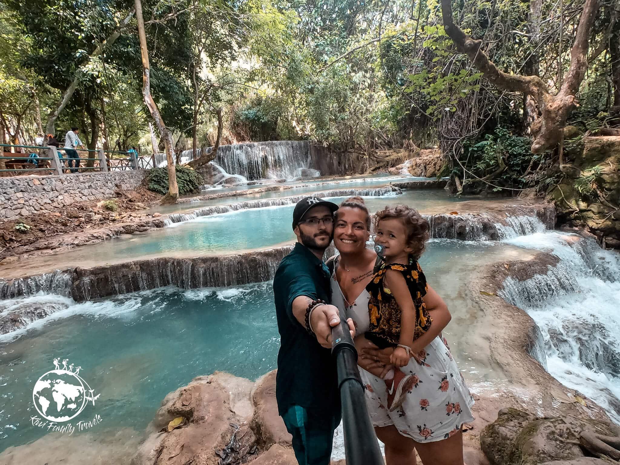 Vince Mélo et Théa devant les cascades